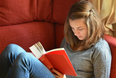 teen-girl-reading